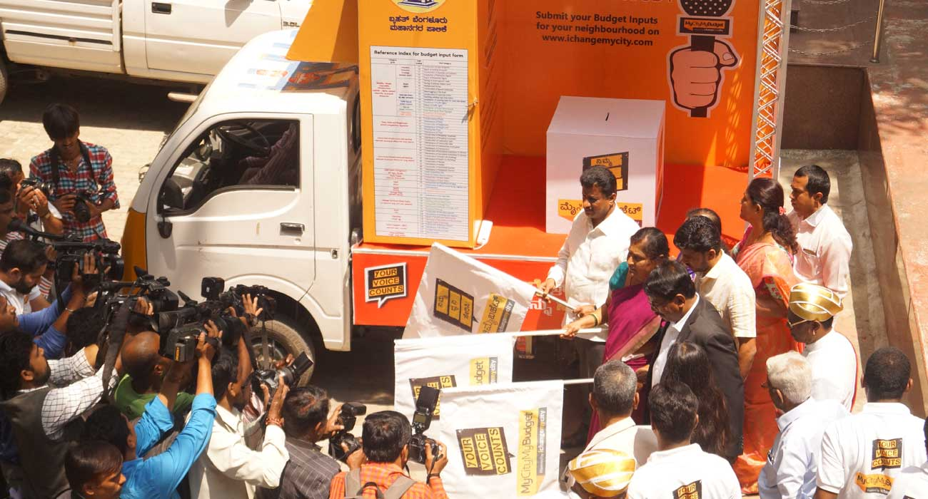 Hon'ble Mayor, Dy.Mayor, commissioner flagging off the budget bus